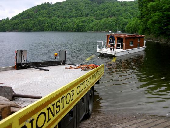 Hausboat spouštění